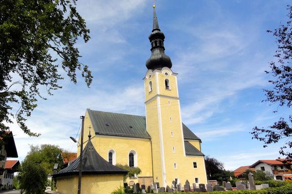 Außenansicht der ehemaligen Wallfahrts- und Filialkirche Heilig Blut in Umrathshausen