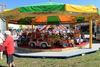 Spaß für die Kleinen im Kinderkarussell bei der Auerer Kirwa in Frauenau
