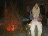 Ein Woidgeist am Lagerfeuer bei der Frauenauer Rauhnacht