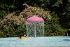 Badevergnügen unter dem Sprudel im Freibad Frauenau
