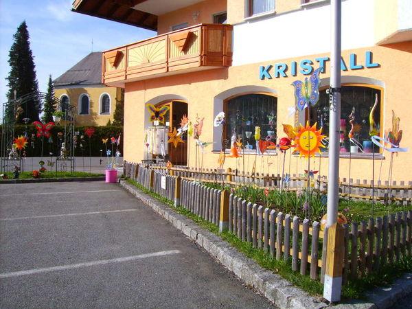 Glasgarten beim Verkaufsraum von Rachelkristall Weidensteiner in Frauenau