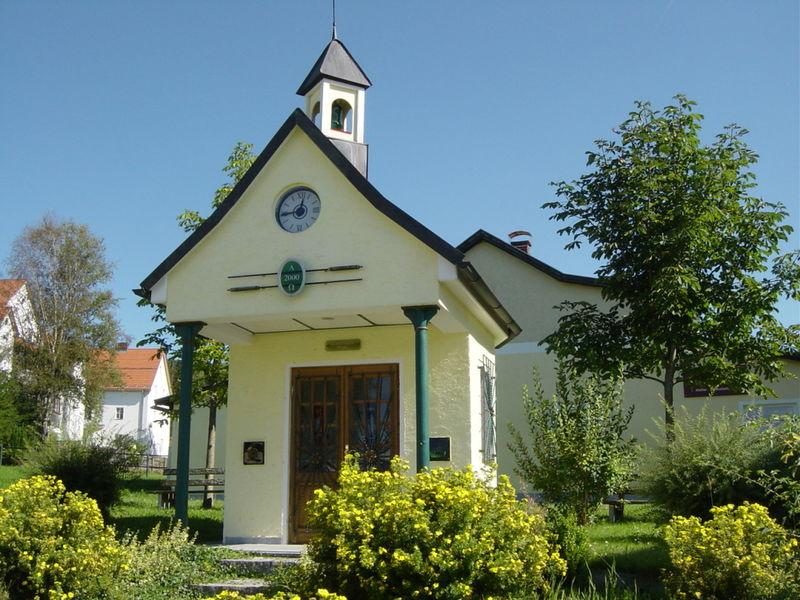 Blick auf die Glasmacherkapelle im Ortsteil Moosau des Glasmacherortes Frauenau