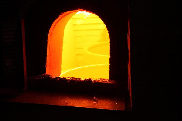 Blick in den Glasofen in der Glasmanufaktur von Poschinger