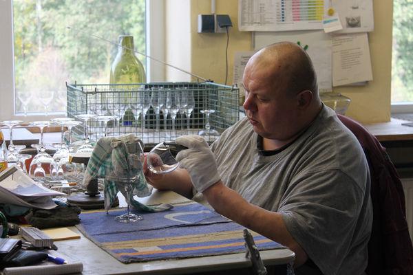 Endabnahme der Produkte in der Glasmanufaktur von Poschinger