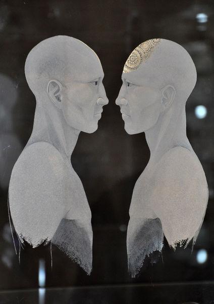 """Die Ausstellung """"Gravur on tour"""" zeigt die ganze Bandbreite der modernen Glasgravur, hier zwei Vasen in Graal-Technik von Namcy Sutcliffe."""