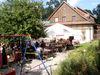 Gemütlichkeit im Biergarten beim Gutsgasthof Oberfrauenau im Bayerischen Wald