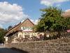 Blick auf den Biergarten beim Gutsgasthof Oberfrauenau im Bayerischen Wald