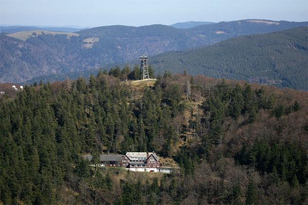 Schauinsland Turm Gipfel Fruehjahr