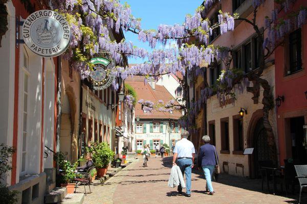 Konviktstrasse Friburgo en la temporada estival