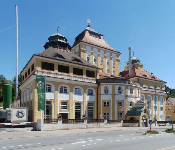 Außenansicht des Gräflichen Hofbräuhauses in Freising