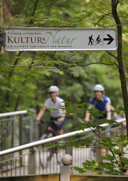 Wegweiser für den Rundweg 'Kultur und Natur' in Freising