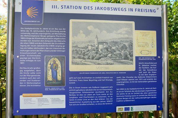 Informationstafel entlang des Jakobsweges bei Freising
