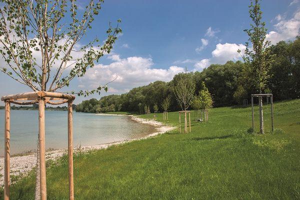 See und Ufer der Pullinger Seen bei Freising