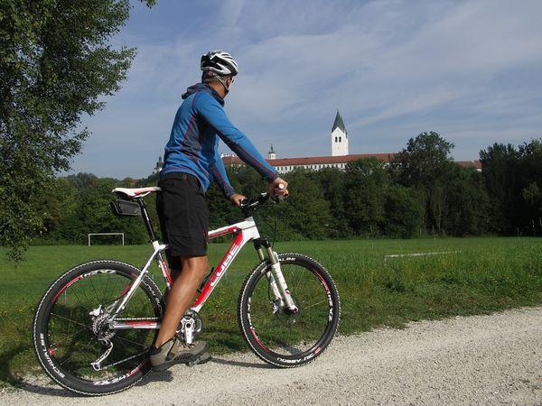 Radfahrer auf dem Radweg Ring der Regionen
