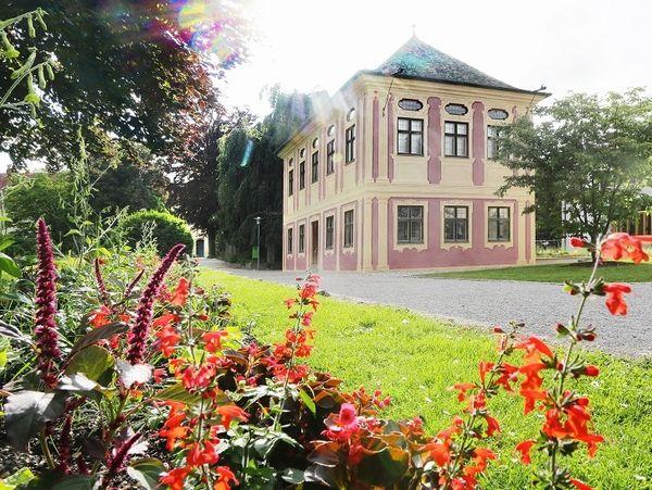 Hofgarten mit Salettl in den Weihenstephaner Gärten in Freising