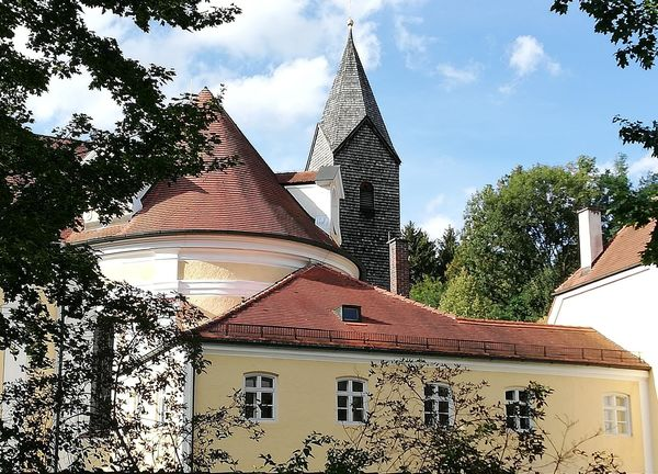 Kirchturm der Wieskirche in Freising