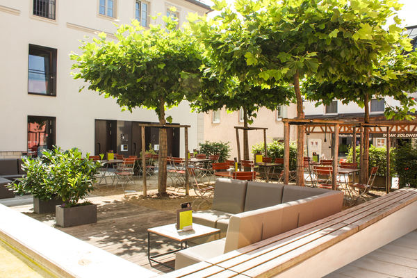 Das Restaurant Bar Veicht liegt mitten am Stadtplatz Freyung