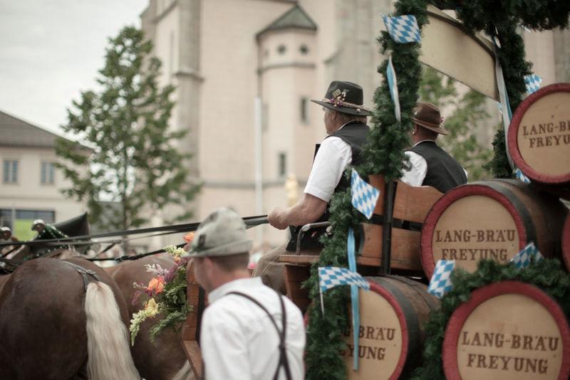 Festzug zum traditionellen Freyunger Volksfest