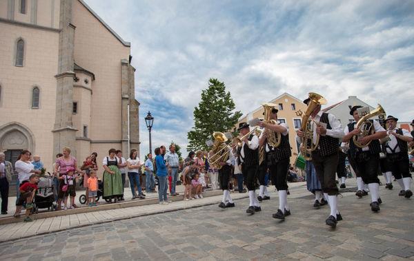 Festzug beim Volksfest in Freyung in der Urlaubsregion Bayerischer Wald