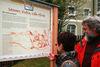 Infotafel zum Themenweg im Garten des Schramlhauses
