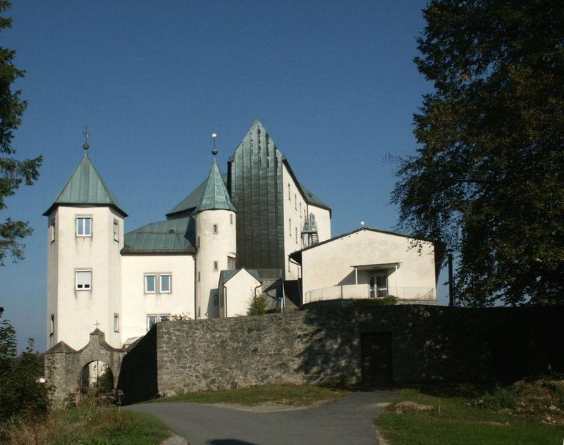 Blick auf Schloss Fürstenstein im Dreiburgenland Bayerischer Wald