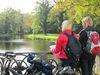 Radfahrer im Schlosspark Steinhöfel, Foto: Tourismusverband Seenland Oder-Spree e.V