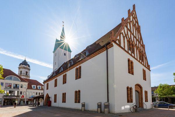 Fürstenwalde - Die Domstadt an der Spree, auf dem Bild: Rathaus und der Dom St. Marien