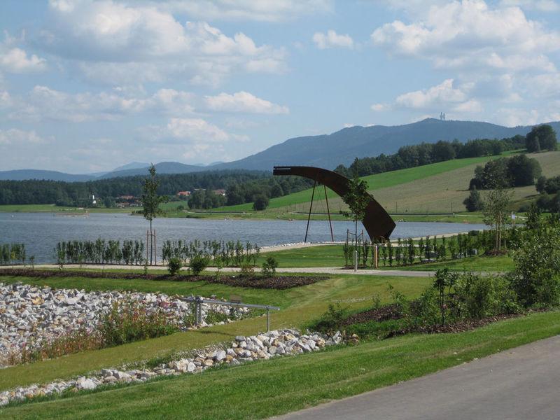 Der Drachensee bei Furth im Wald bietet Erholung, Naturerlebnisse und ist beliebte Kulisse für Veranstaltungen