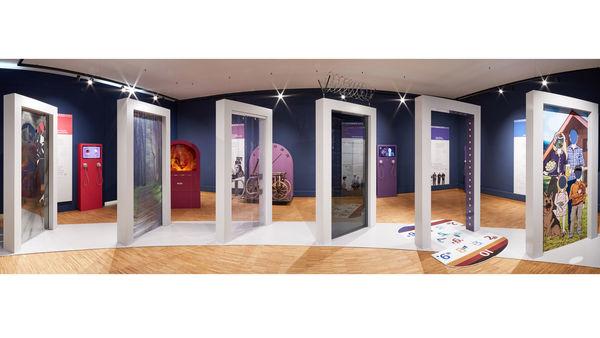 Die Ausstellung Grenzerfahrungen im Landestormuseum Heimat - Grenze - Drache
