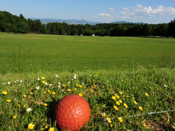 Blick über die Drivingrange beim Panorama-Golfplatz in Furth im Wald
