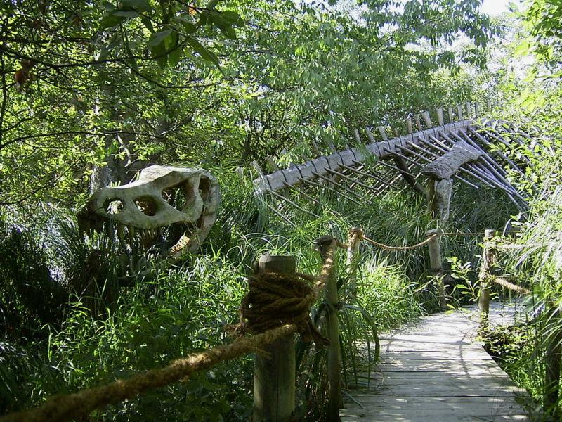 Das Dinosaurier-Skelett im Wildgarten Furth im Wald