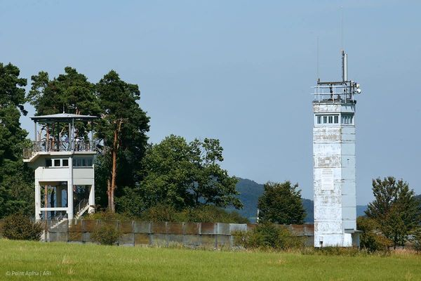 Blick auf die Wachtürme in der Gedenkstätte Point Alpha
