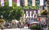 Fahnenmeer in der Geislinger Fußgängerzone