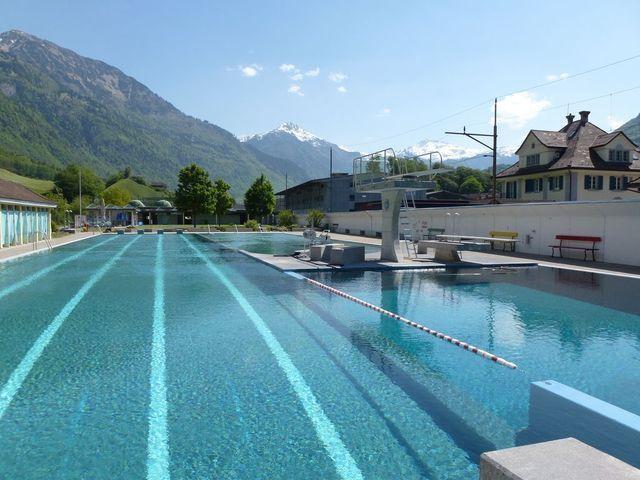 Schwimmbad glarus urlaub im glarnerland for Schwimmbad shop