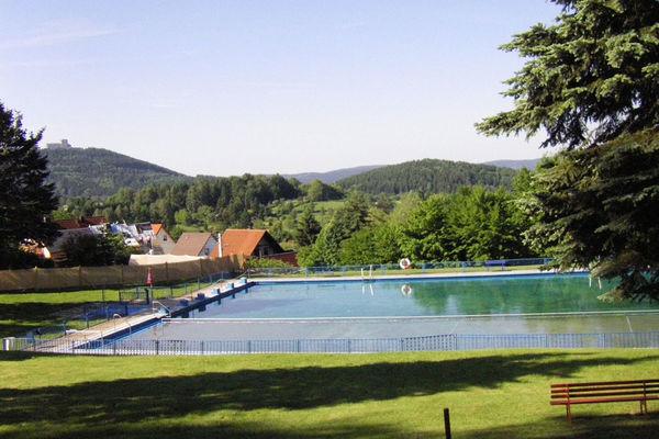 Blick auf Waldbad bei Suhl in Goldlauter-Heiderbach