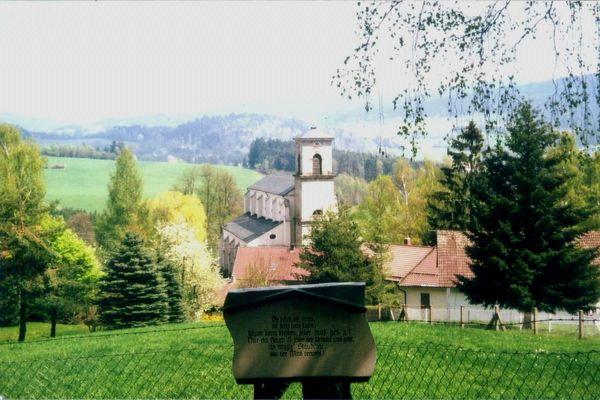 Eine Station am Kapellenweg ist die Pfarrkirche in Gotteszell