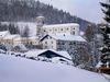 Blick im Winter auf die Pfarrkirche in Gotteszell