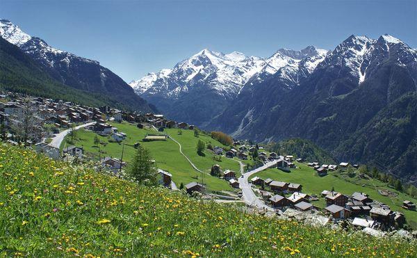 Dorf Grächen im Sommer