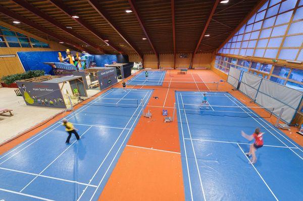 Badminton spielen im Sportzentrum Grächen