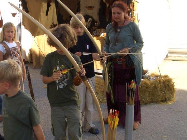 Kinderspaß beim Bogenschiessen im Bogenschop Binder in Neudorf bei Grafenau