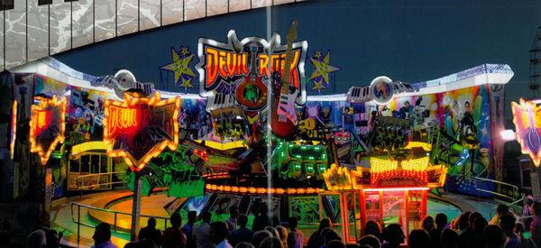 Rasante Fahrten im Devil Rock auf dem Grafenauer Volksfest