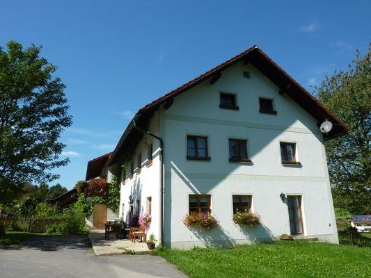 Blick auf das Wohnhaus im Haflingerhof bei Grafenau im Bayerischen Wald
