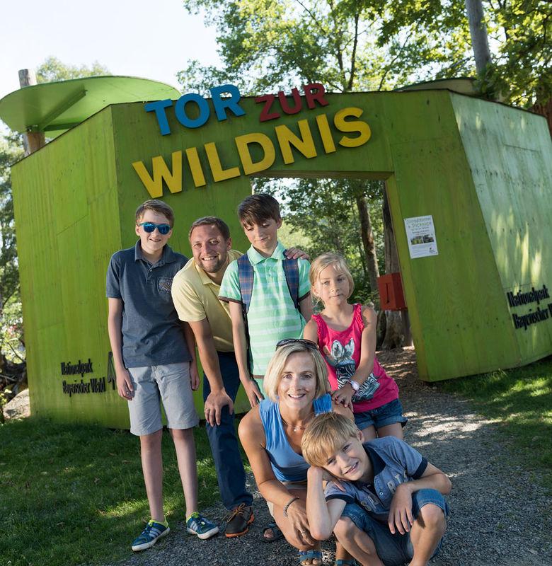 Das Tor zur Wildnis: Startpunkt für den Bärenpfad ins Bärengehege im Nationalpark Bayerischer Wald