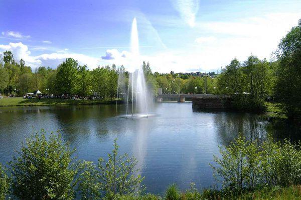 Der See im Kurpark in der Bärenstadt Grafenau im Bayerischen Wald