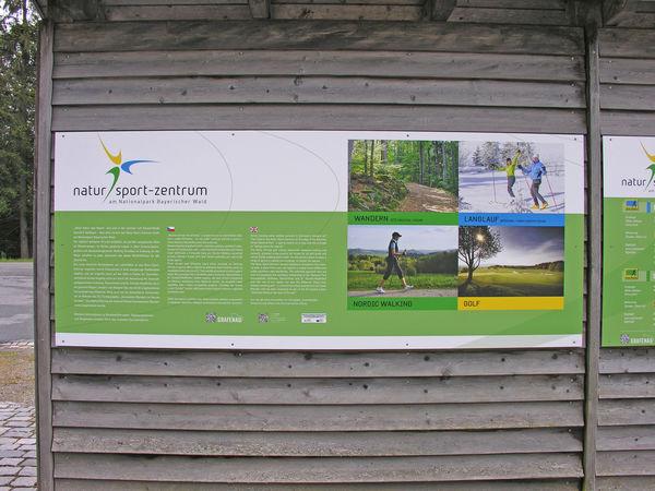 Ein 18-Loch-Golfplatz, ein perfekt ausgebautes Netz an Wanderwegen, im Winter gespurte Loipen in allen Schwierigkeitsgraden und abwechslungsreiche Walking-Strecken im Natur-Sport-Zentrum Nationalpark Bayerischer Wald