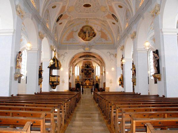 Innenraum der Stadtpfarrkirche MARIA HIMMELFAHRT in der Bärenstadt Grafenau