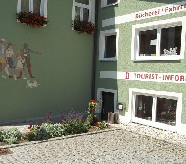 Die Mitarbeiter der Tourist-Info Grafenwiesen beraten Sie gerne rund um Ihren Urlaub in Grafenwiesen