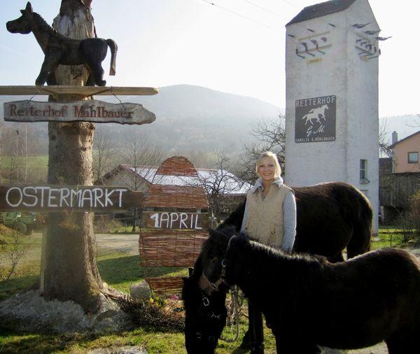 Die Deutsche Mostkönigin Saskia beim Reiterhof Mühlbauer in Grattersdorf
