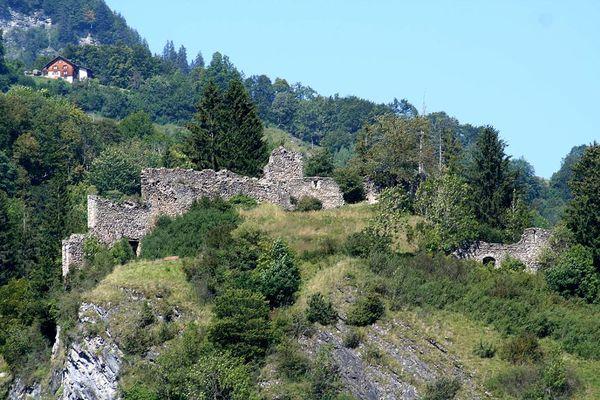 Burgruine Solavers, Burghügel von Süden