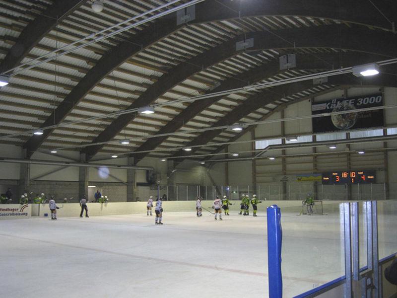 Hockeymatch in der Eishalle Grüsch